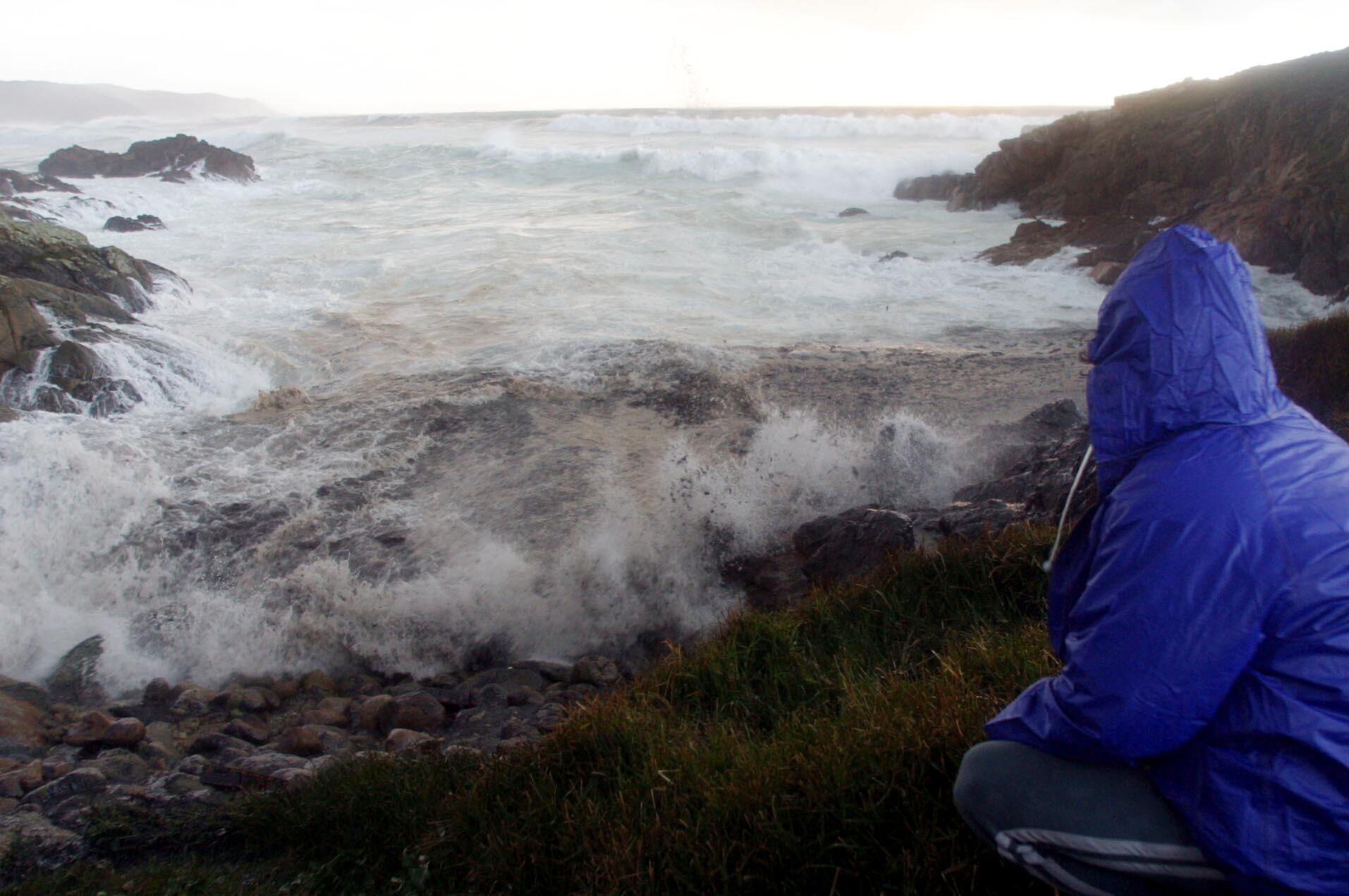 El fuel también empapó la playa ferrolana de Doniños. <br><b>José Pardo</b>