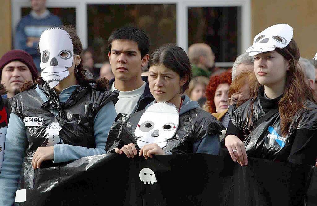 21/12/02 <br>La movilización ciudadana no se hizo esperar. Los más jóvenes también salieron a la calle en Ferrol  <br>José Pardo