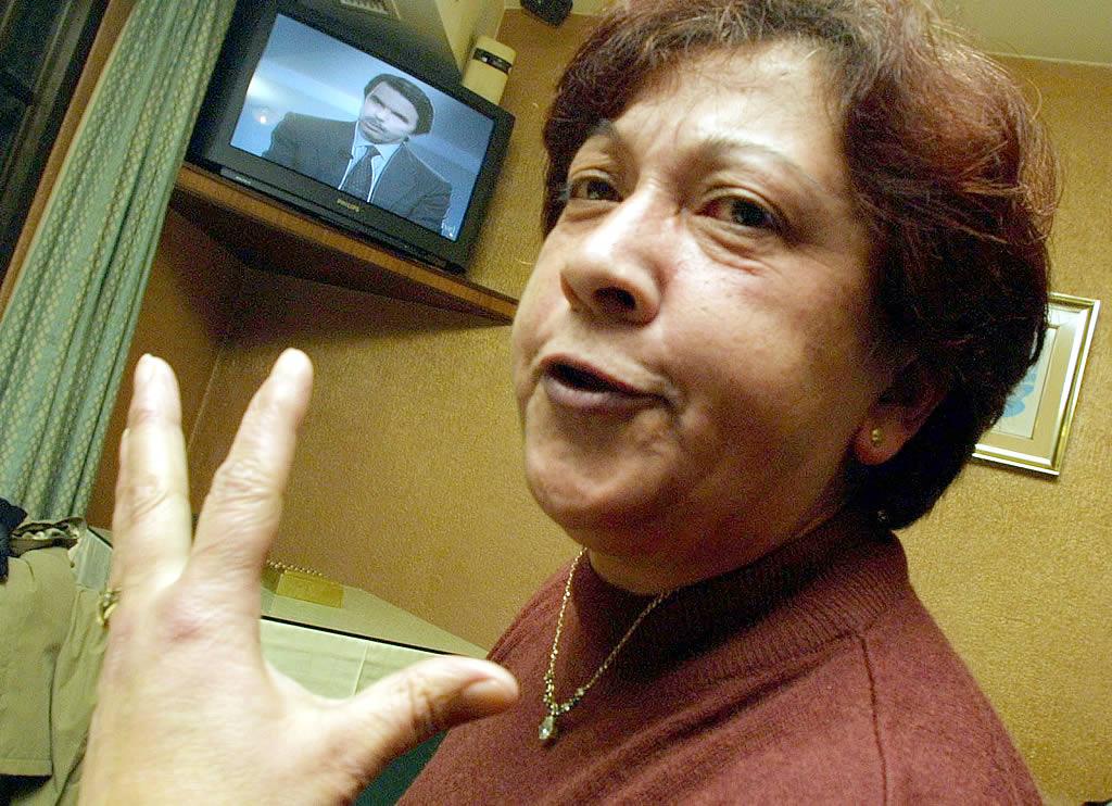 09/12/2002 <br>Comparecencia en TVE del presidente del Gobierno, José María Aznar, eludiendo toda responsabilidad del Ejecutivo en la catástrofe. En un bar de A Illa de Arousa <br>Vítor Mejuto