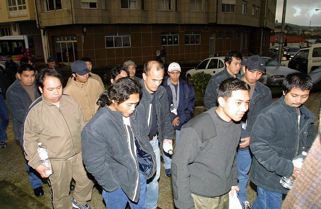 21/11/2002 <br> La tripulación del «Prestige» llega al juzgado de Corcubión para prestar declaración en relación a la catástrofe marítima <br>José Manuel Casal