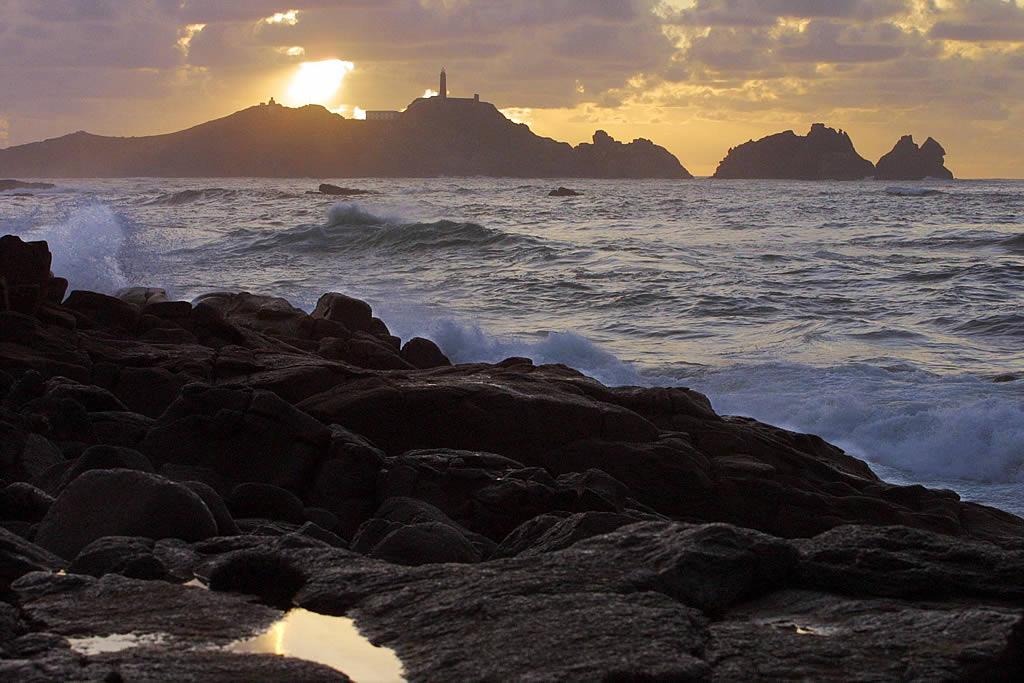 24/11/2002 <br>El chapapote impacta en la costa de Reira, en Camariñas. Al fondo se aprecia Cabo Vilán <br>José Manuel Casal