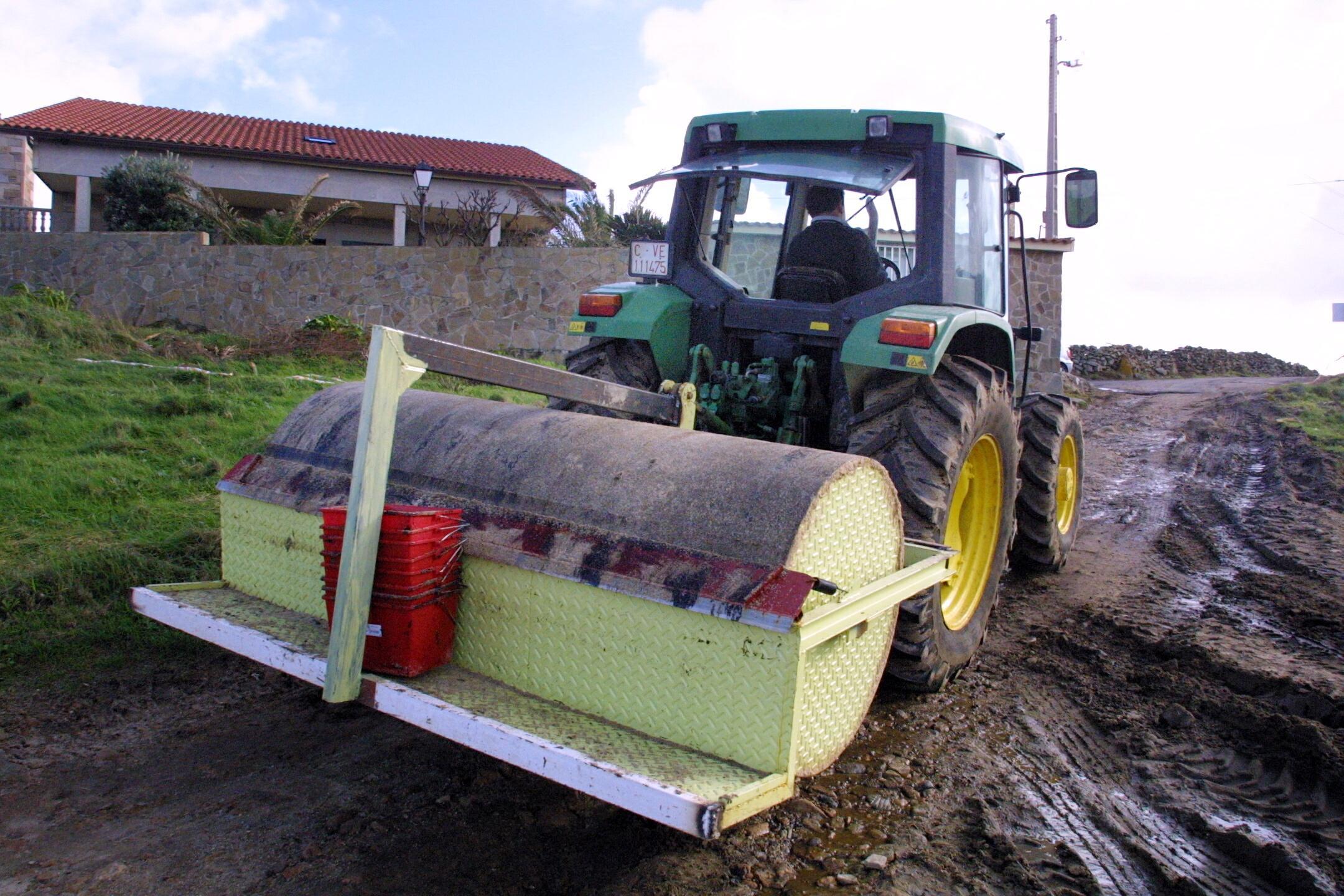 Rodillo impulsado por tractor <br>Carmela Queijeiro