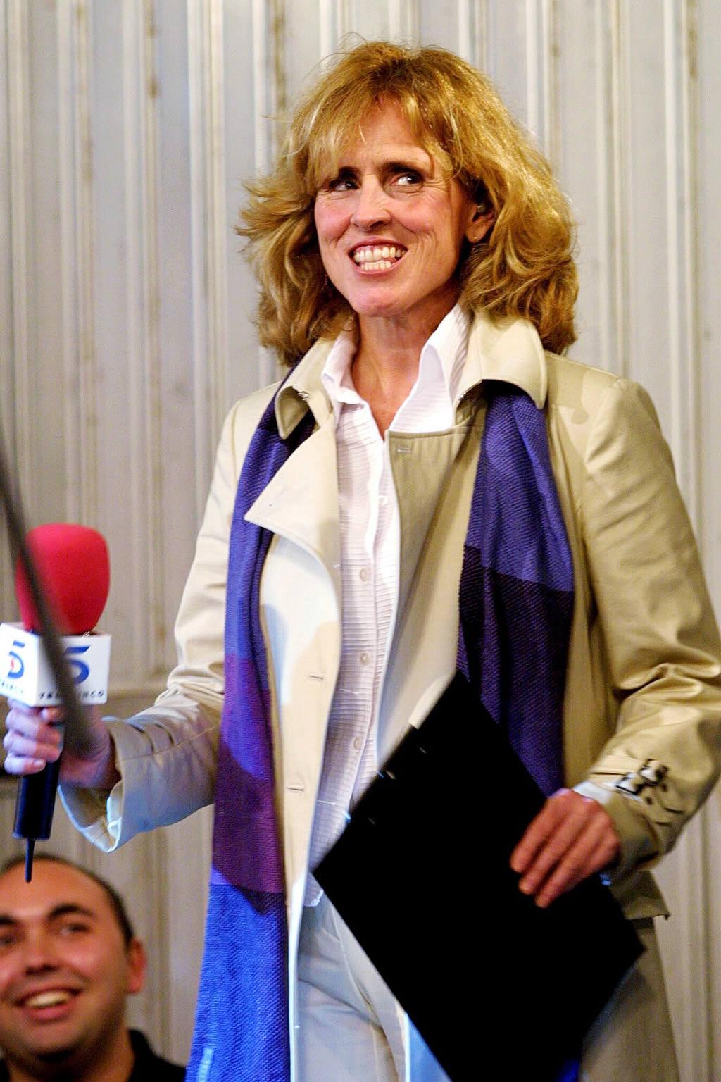 Telecinco retransmitió en directo las campanadas desde la localidad coruñesa. Mercedes Milá,  presentadora <br>Ana García