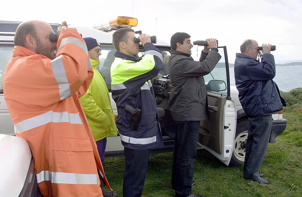 El trabajo de los remolcadores  por la noche resultó imposible  <br>José Manuel Casal