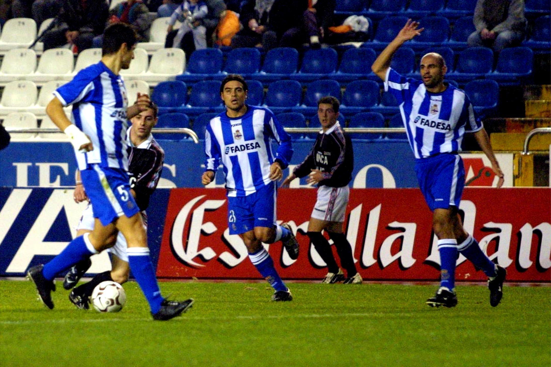 El Deportivo de La Coruña recibió en Riazor a un combinado de futbolistas de A Costa da Morte para disputar un partido benéfico <br>Ana García