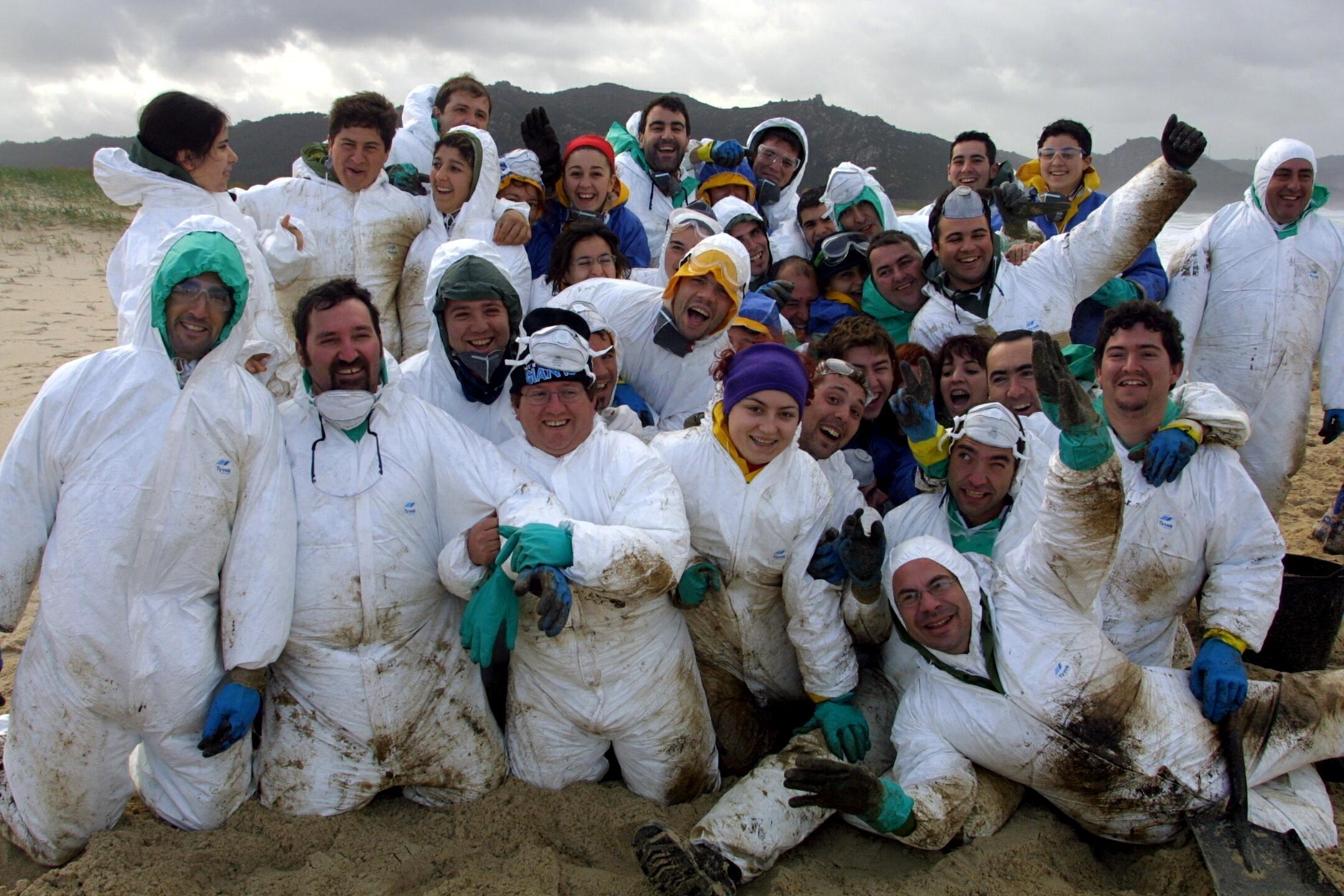 Grupo de voluntarios andaluces que ayudaron en Traba.<br><b>José Manuel Casal</b>