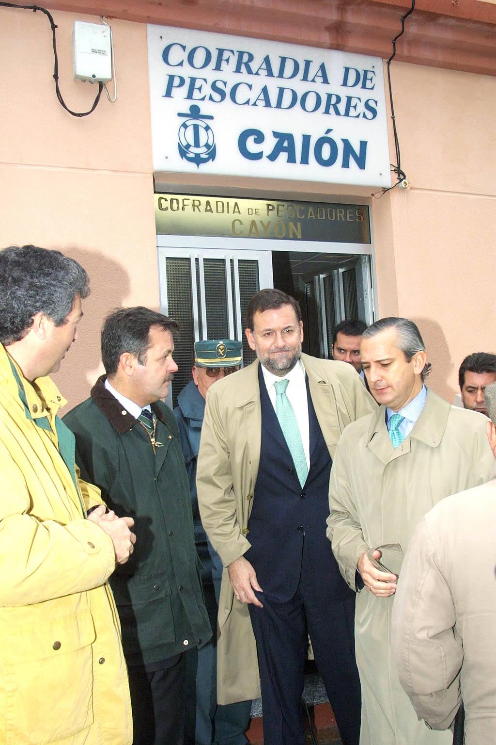 El vicepresidente Rajoy con Arsenio Fernández de Mesa en Caión (A Laracha) <br>José Manuel Casal