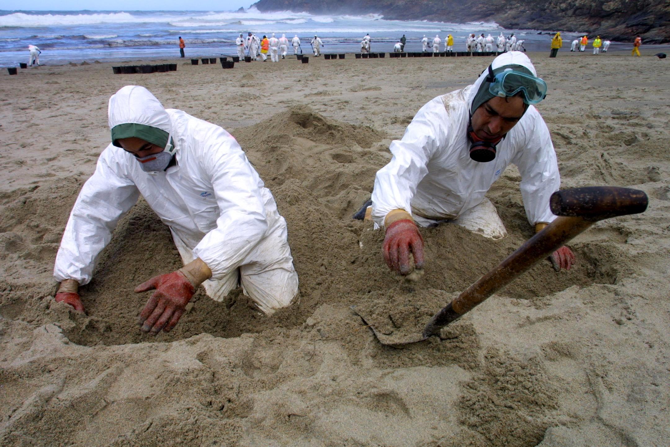 Es necesario emplear los dedos de las manos para separar la paja del trigo <br>José Manuel Casal