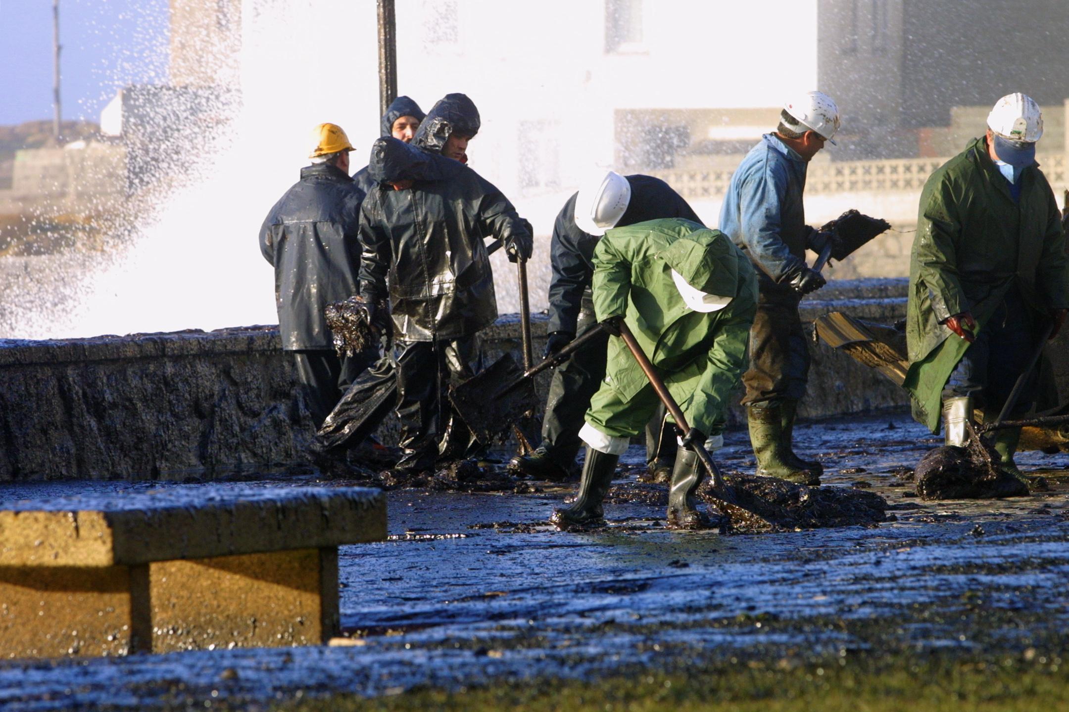 Un día más, las aguas de O Coído de Muxía escupen fuel<br> <b>José Manuel Casal</b>