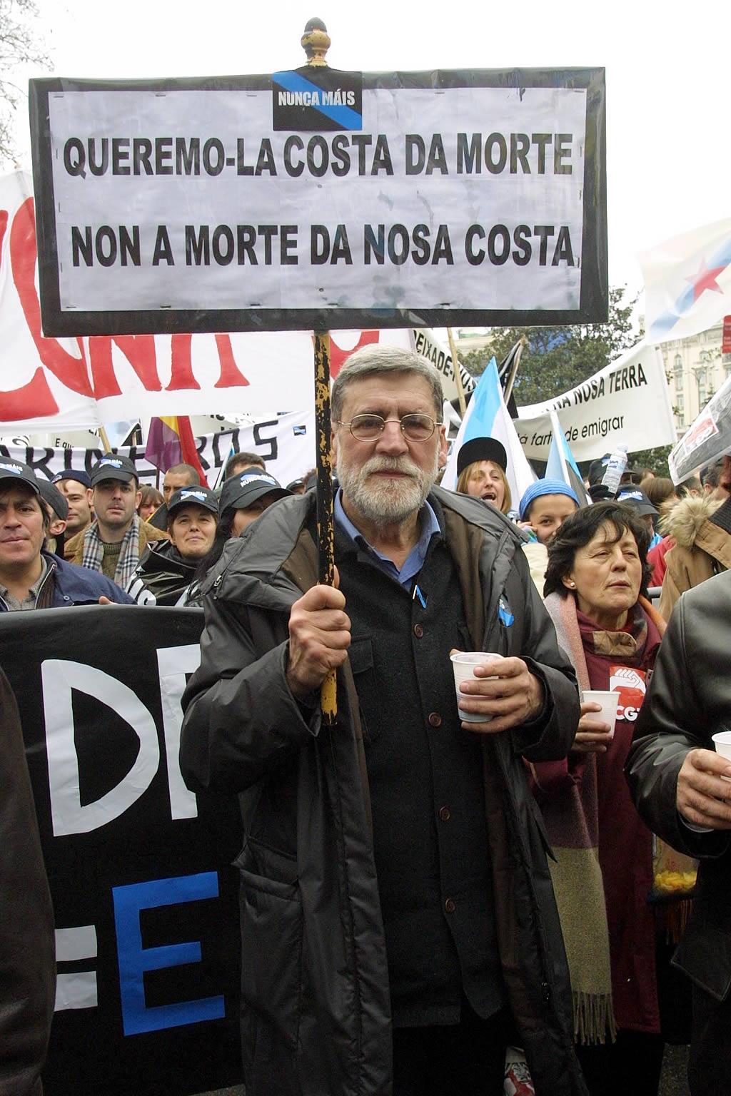 El humorista Xosé Luis Bernal, «Farruco», en la manifestación. <br><b>José Manuel Casal</b>