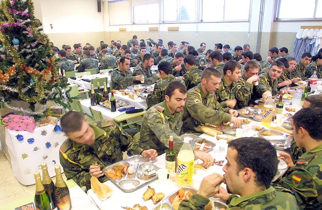 Comida de Navidad de los militares en Vimianzo. <br><b>José Manuel Casal</b>