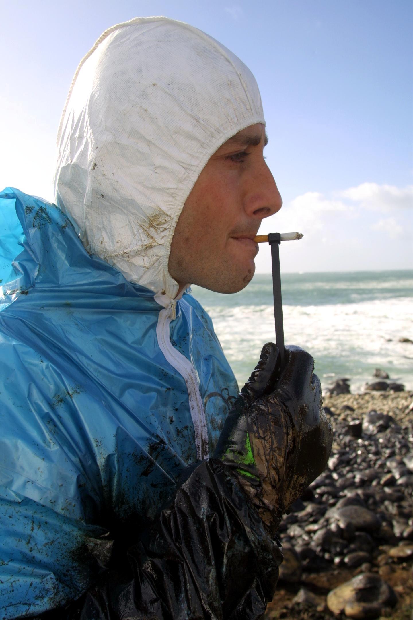 Ingenio para poder fumar con las manos llenas de fuel.<br><b>José Manuel Casal</b>