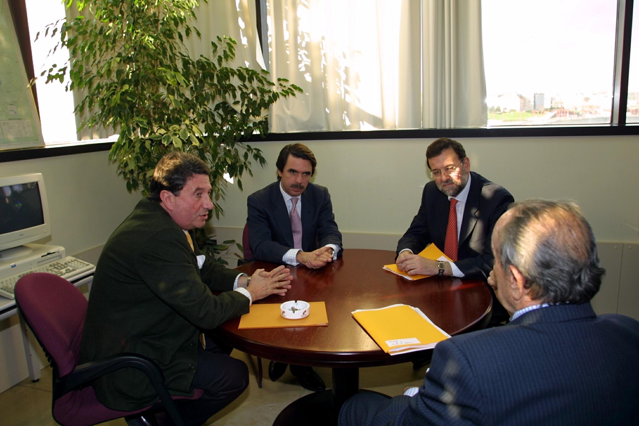 Francisco Vázquez, Aznar, Rajoy y Fraga, reunidos. <br> <b>Xosé Castro. </b>