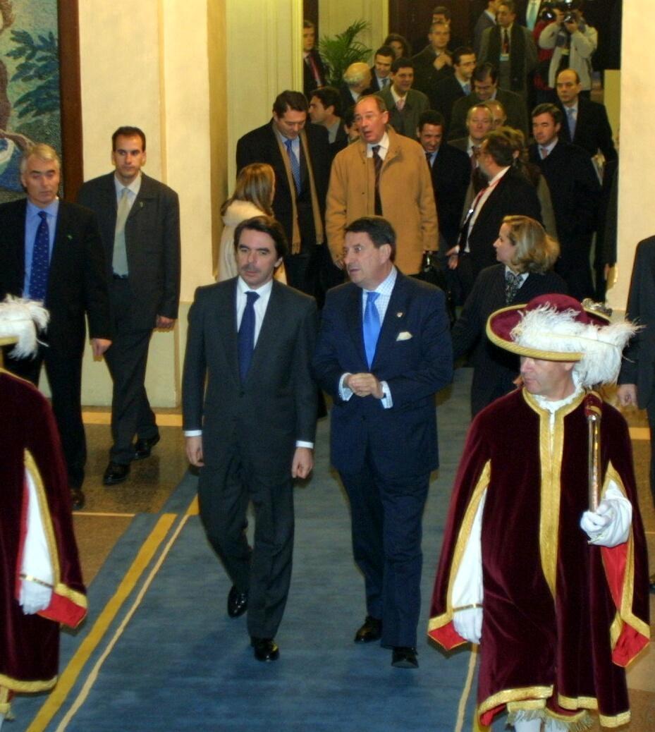 Francisco Vázquez, alcalde de A Coruña, con José María Aznar, presiidente del Gobierno <br>César Quian