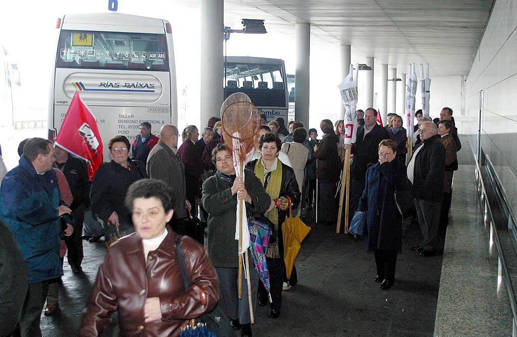 Autobuses llegados desde todos los rincones de Galicia <br>Xoan A. Soler