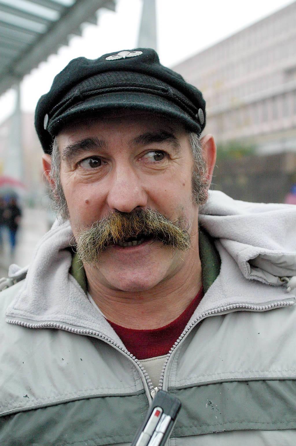 Rafael Ventureira, percebeiro de A Coruña presente en Compostela <br>Xoan A. Soler