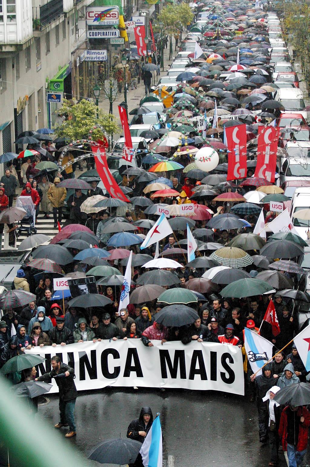 Imagen de la cabecera de la marcha con el lema Nunca Máis <br>Xoan A. Soler
