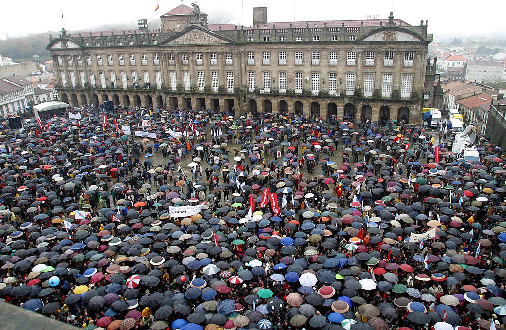La plaza del Obradoiro se quedó pequeña <br>Xoan A. Soler