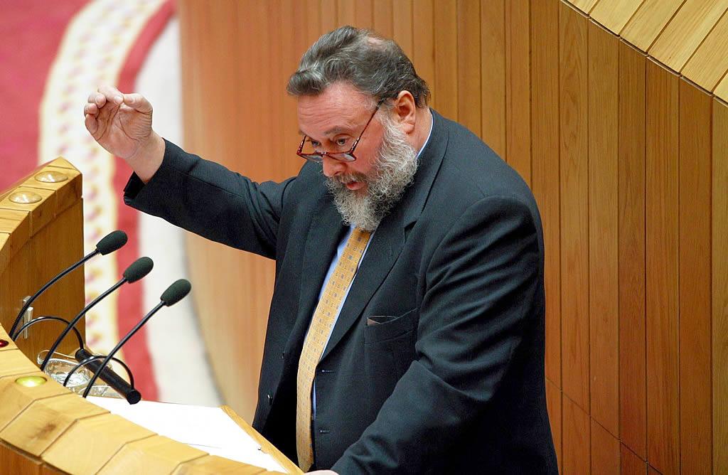 López Veiga: «No puede hablarse de marea negra; solo de un vertido de fuel». <br>Xoán A. Soler
