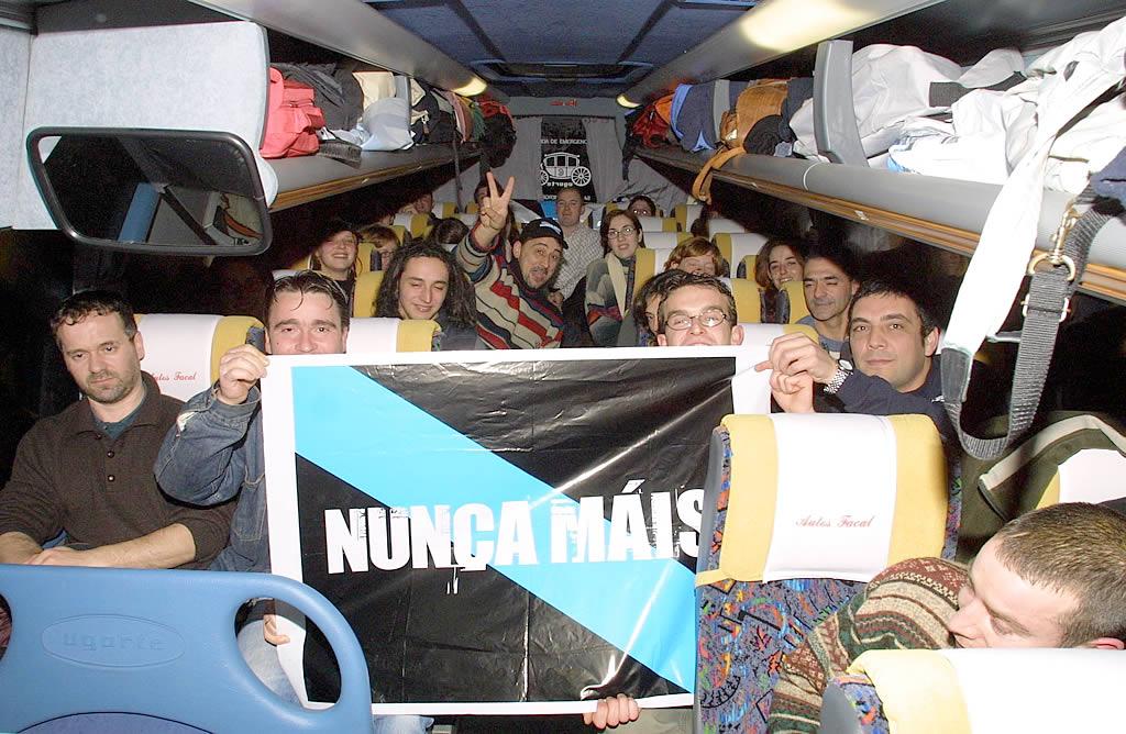 Decenas de autobuses llevaron a gallegos a la capital de España. <br><b>José Manuel Casal</b>
