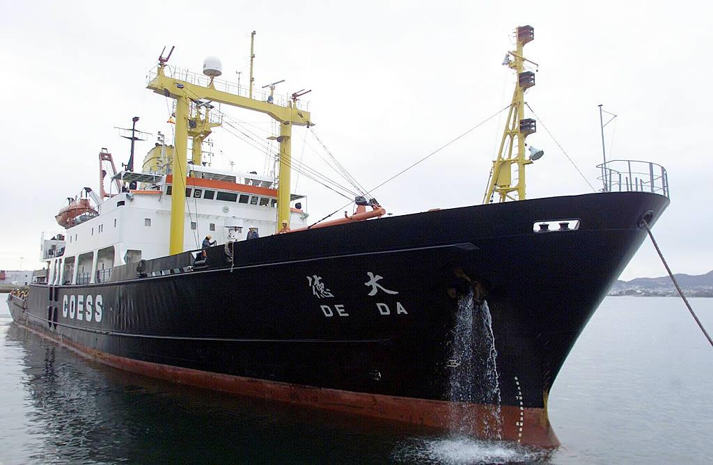 El remolcador chino «De Da» llega a Galicia para alejar el «Prestige» <br>M. Moralejo